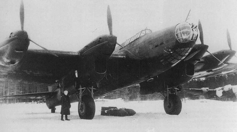 Советский стратегический бомбардировщик Пе-8 (ТБ-7)