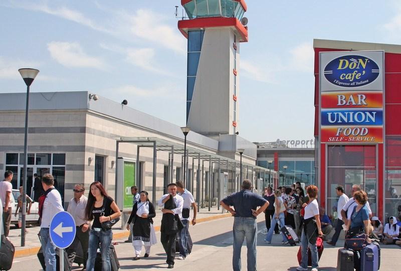 Диспетчерская вышка в аэропорту Тираны